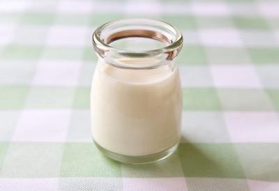 小瓶の牛乳